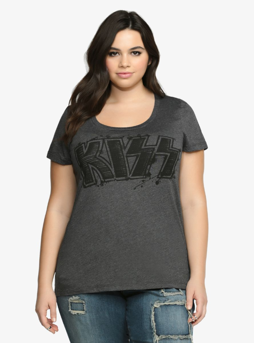 Kiss Scoop Tee From the Plus Size Fashion Community at www.VintageandCurvy.com