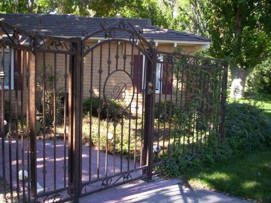 Iron Fence Brown Sok Pa Google With Images Wrought Iron