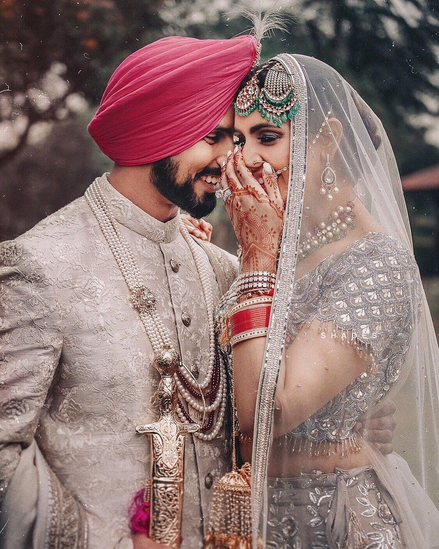 25 Real Grooms Who Had Their Jewellery Game Strong Shaadisaga In 2020 Indian Wedding Couple Photography Indian Wedding Photography Poses Indian Wedding Couple
