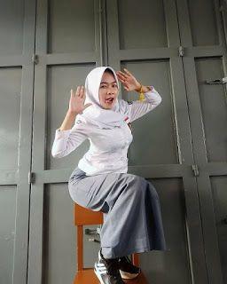 Siswi SMA kekinian di 2020 | Gaya hijab, Pakaian gadis, Wanita