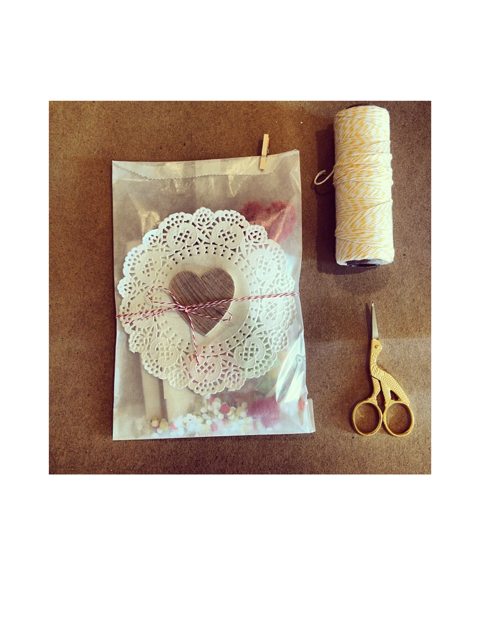 Super Cute Use Of Doily And Twine Gift Wrapping Ideas Pinterest