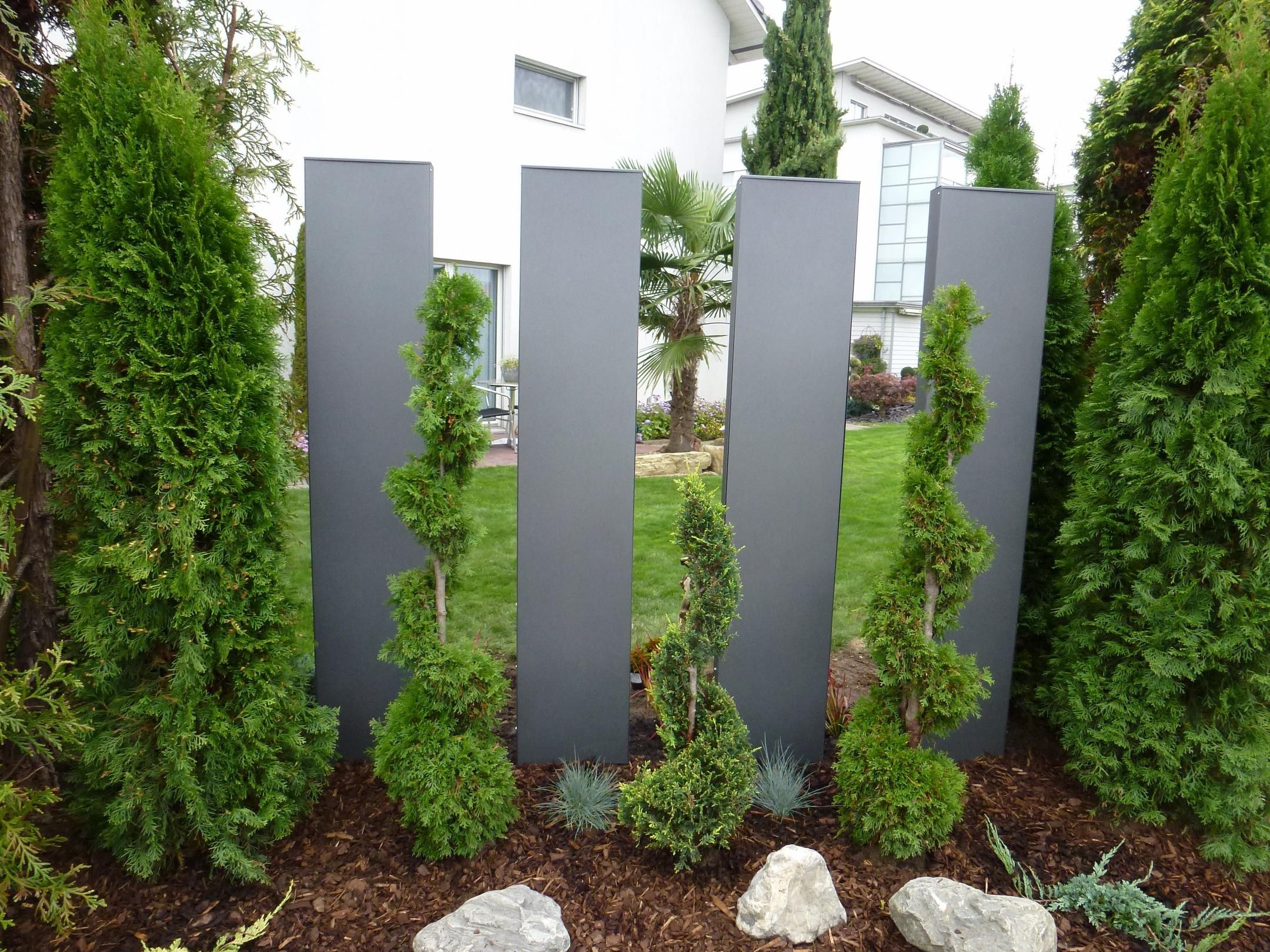 sichtschutz stelen garten qjpgzfng steing rten pinterest landscape designs garden ideas. Black Bedroom Furniture Sets. Home Design Ideas