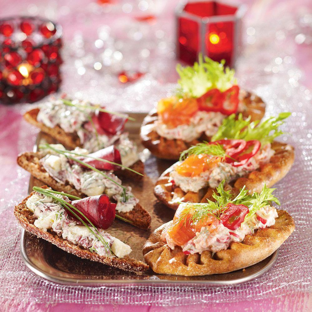Sunnuntaibrunssille saat kätevästi näitä herkullisia leipiä käyttämällä tuorejuustona Creme Bonjour savuporoa, ja näin voit joko jättää poron kokonaan pois, tai vähentää sen määrää leiville. #cremebonjoursuomi #cremebonjour #savuporo #brunssi #aamiainen #välipala www.cremebonjour.fi