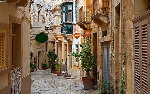 traditional town house in an old city in malta travel pinterest rh pinterest com