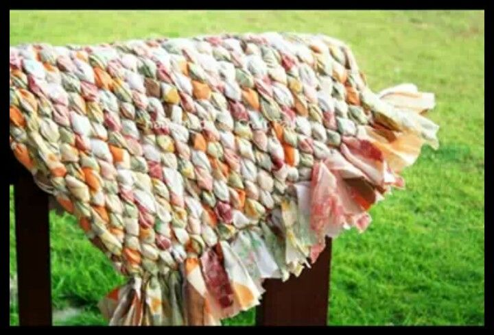 You Can Make A Blanket Or Rug Out Of Old Sheets Braid Them Together Now Know What To Do With Some Those That Either Don T Fit Your Bed