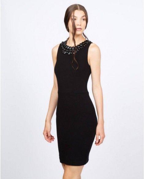 Raffinato tubino nero con collo gioiello catalogo Silvian Heach prezzo 100  euro 40bcfb02fc2