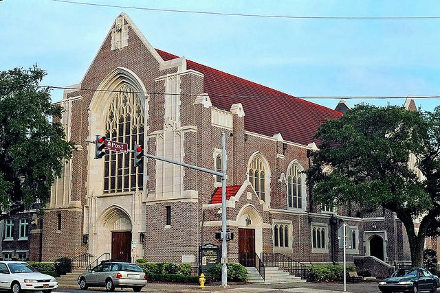Riverside Presbyterian Church, Jacksonville, Florida.......my sweet daughter teaches at RPDS......right behind here!