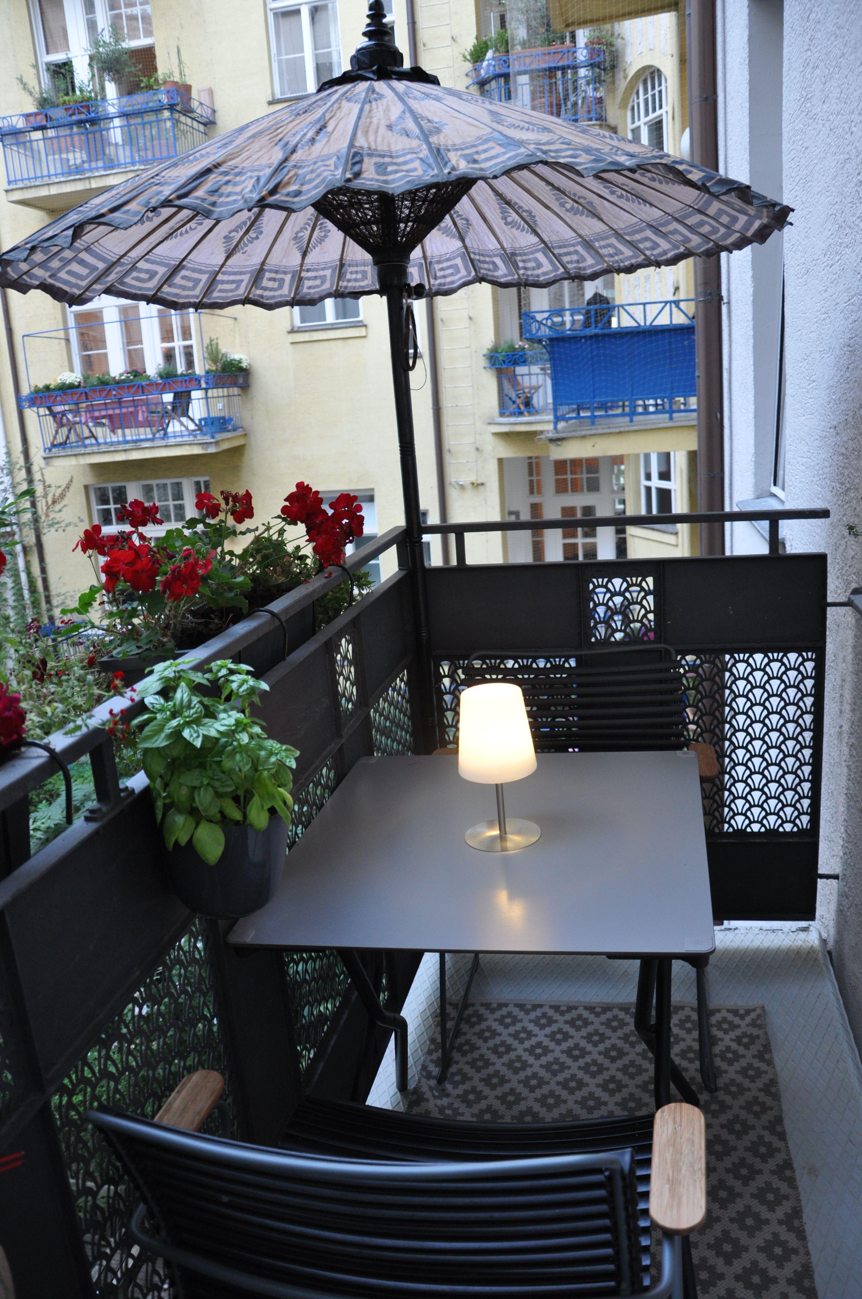 Balkonmöbel- Metall- Klapptisch- Sonnenschutz- Balkonpflanzen ...