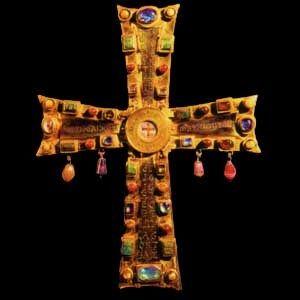 La Cruz Vaticana fue un regalo de Justino III al Obispo de Roma en el siglo VI. Oro y piedras preciosas en cabujón.