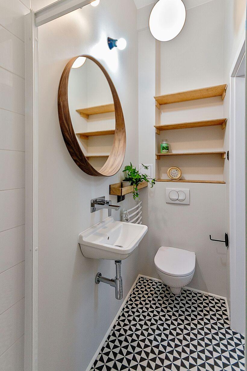 Drewniane Lustro I Półki W Białej łazience Home