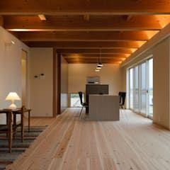 Photo of Soggiorno in stile scandinavo di 風景のある家.llc scandinavo legno effetto legno | homify