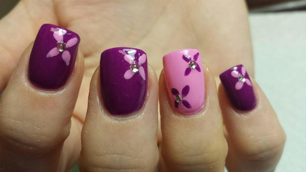 Flower nails Gettintipsynails.com