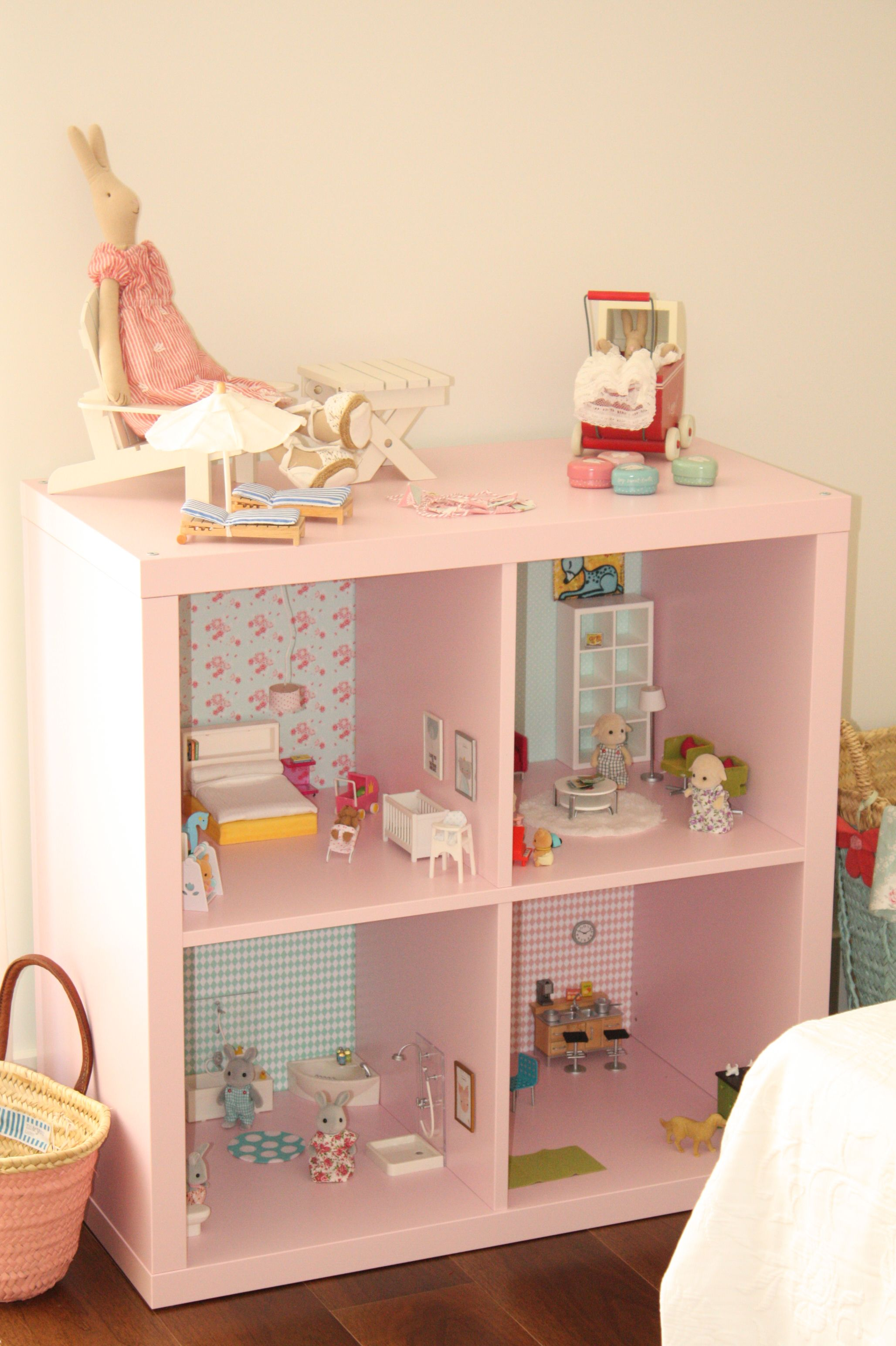sylvanian families dollhouse ikea cube turning into a doll house day doll house diy spielzeug. Black Bedroom Furniture Sets. Home Design Ideas