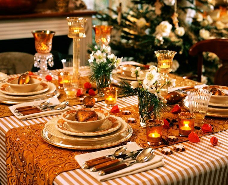 33 Simple Diy Thanksgiving Dinner Table Centerpieces With Images Christmas Table Dinner Table Centerpieces Holiday Table Decorations