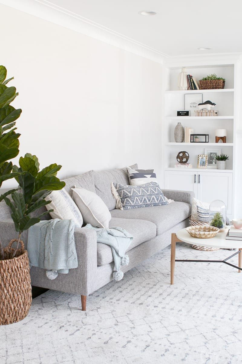 How to Style Throw Pillows on Your Couch is part of Living Room Couch Pillows - Say goodbye to a boring & basic, and hello to a fabulously styled couch or sectional in your home! You can add a lot of personality to your family room with new throw pillows  Here's the right way to add them to your couch or sectional