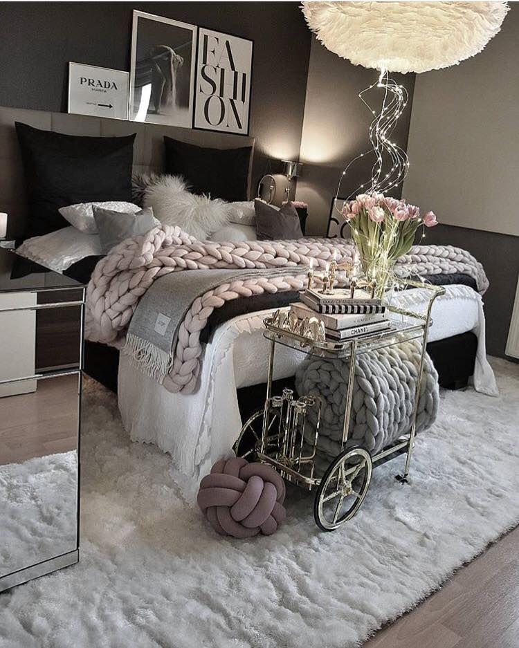 Idées Déco Chambre #miroir #blanc #gris #rose #noir #féminine