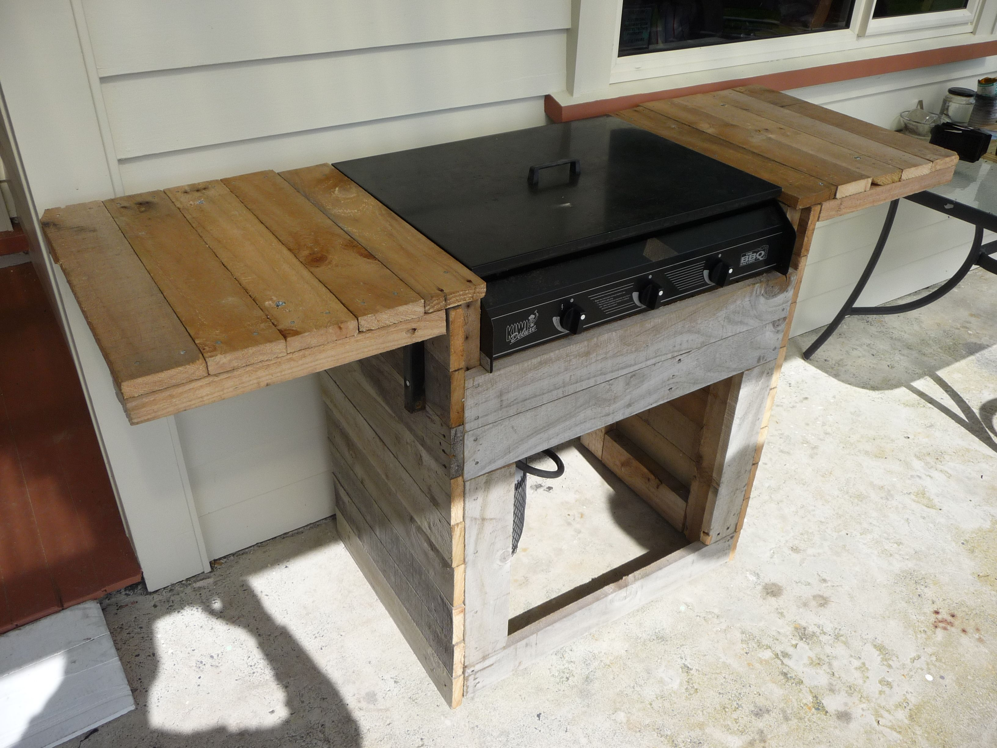This is a BBQ stand I made out of old pallets that I collected. Diy ...