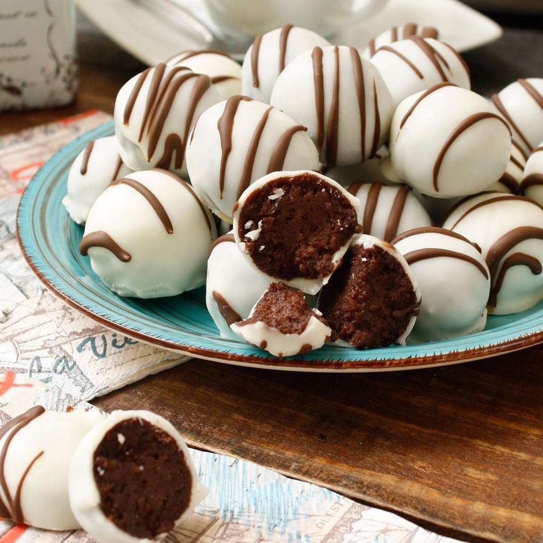 La Combinación De Philadelphia En Estas Trufas De Queso Y Chocolate Será Ideal Para Celebrar El Recetas De Dulces Faciles Profiteroles Dulces Bocaditos Dulces