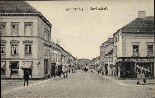 Ak-Neustrelitz-am-Zierker-See-Blick-in-die-Zierkerstrasse-Geschaef-1078519