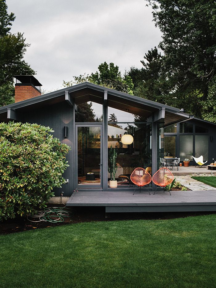 Midcentury Renovation in Portland Capitalizes on Nature