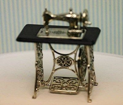 Miniature Vintage Look Sewing Machine with Moving Need | eBay