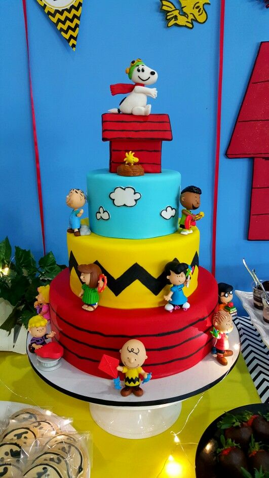 Snoopy Peanuts Cake by Wonder Cakes by Yasmin … | Character Cakes ...