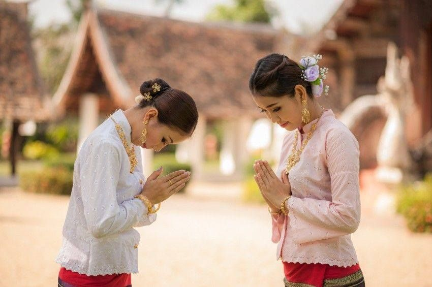 Tips on thai etiquette the wai unless you know the right way to tips on thai etiquette the wai unless you know the right way to wai m4hsunfo Gallery