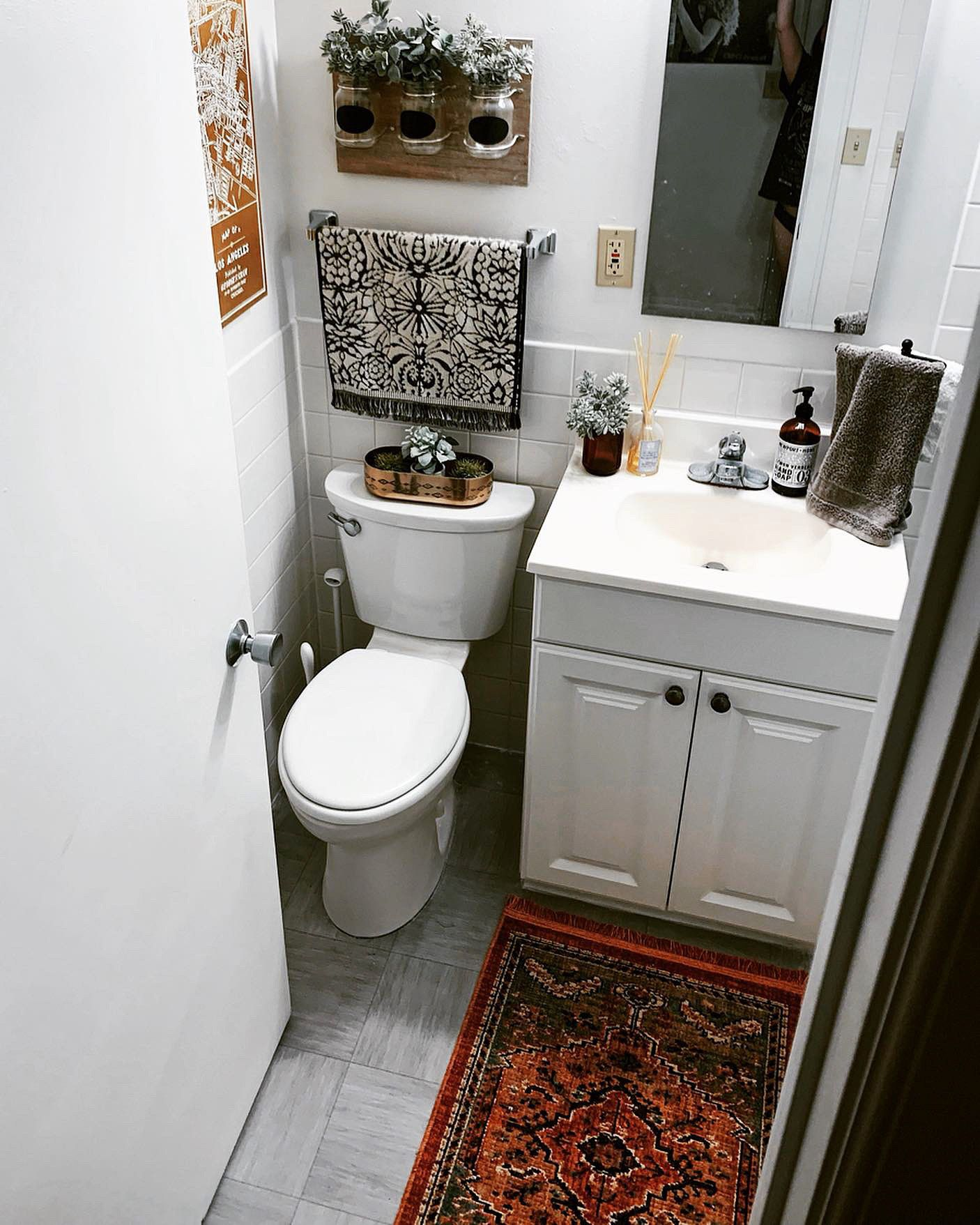 Photo of How to Decorate a Tiny Bathroom