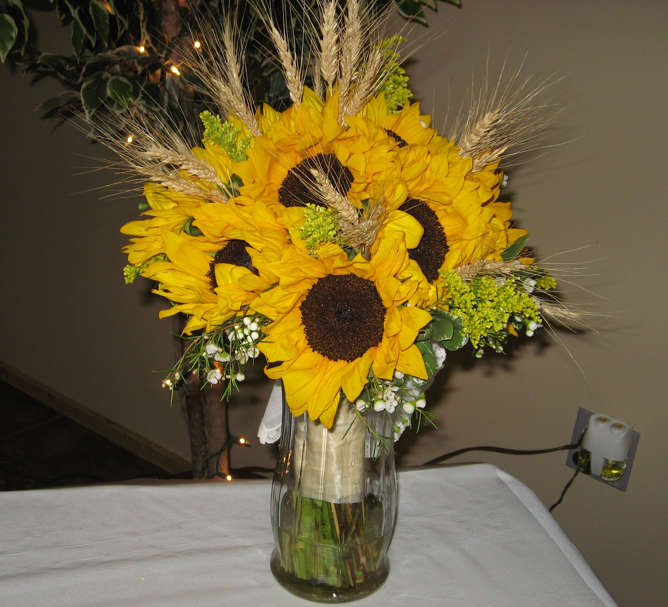 Sunflower wheat bouquet wheat sure is pretty the for Wheat centerpieces