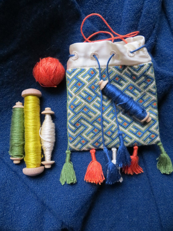 Medieval embroidered silk pouch (14c Europe)/ Средневековый вышитый шелковый омоньер (14в, Европа) by MedievalAvellana on Etsy