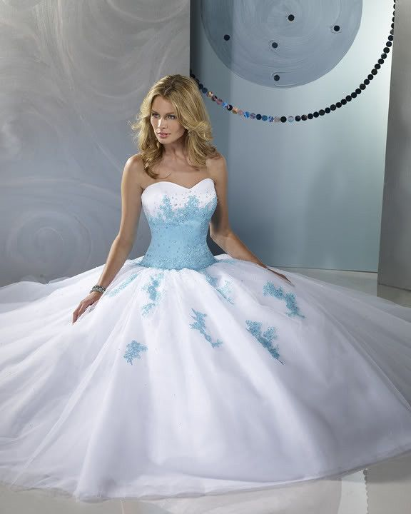 robe bleue et blanche mariage pinterest robes bleues bleu et robes. Black Bedroom Furniture Sets. Home Design Ideas