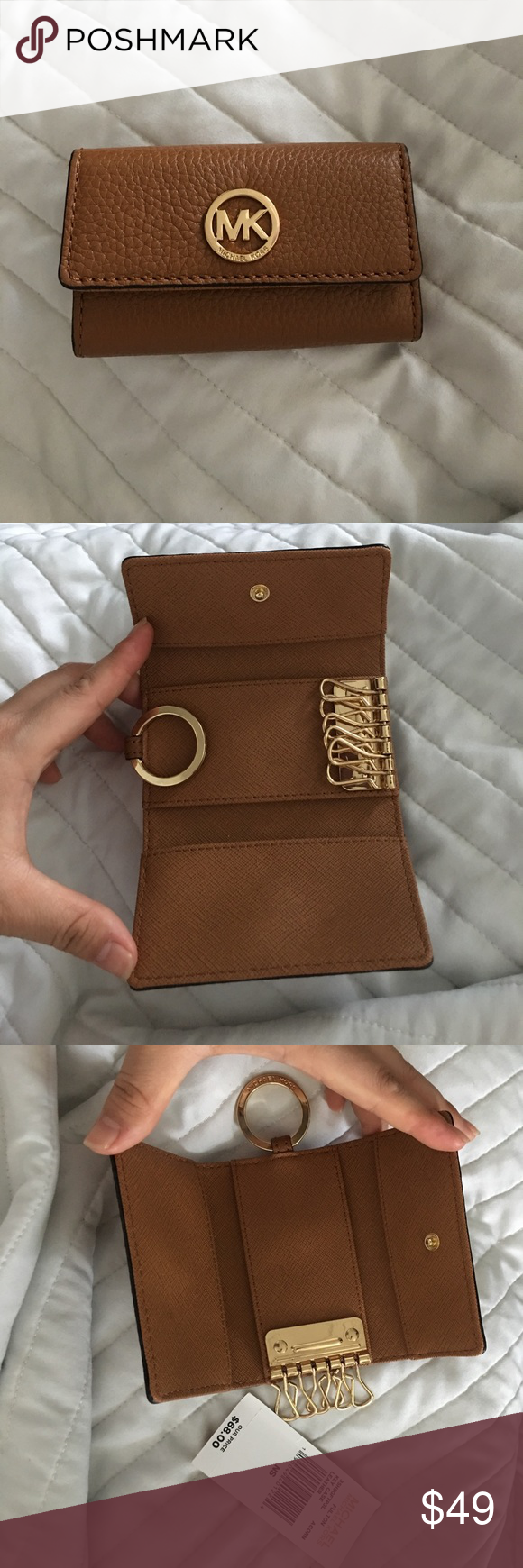 a1e082fe1cb00 Michael Kors Key Holder Gently used 6 ring key holder. No rips or tears  anywhere