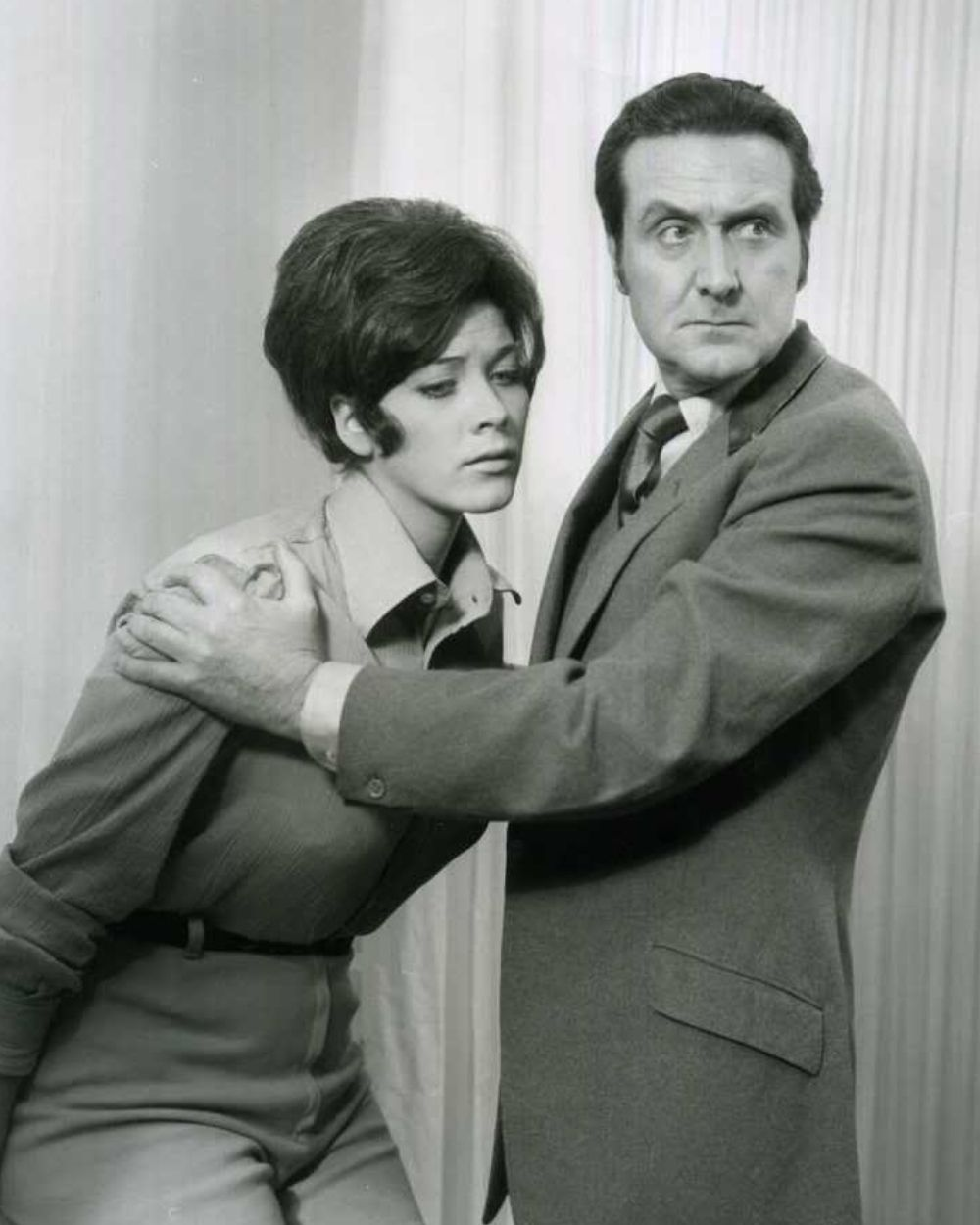 Tara King (Linda Thorson) & John Steed (Patrick Macnee) in the Avengers episode 'Love All'