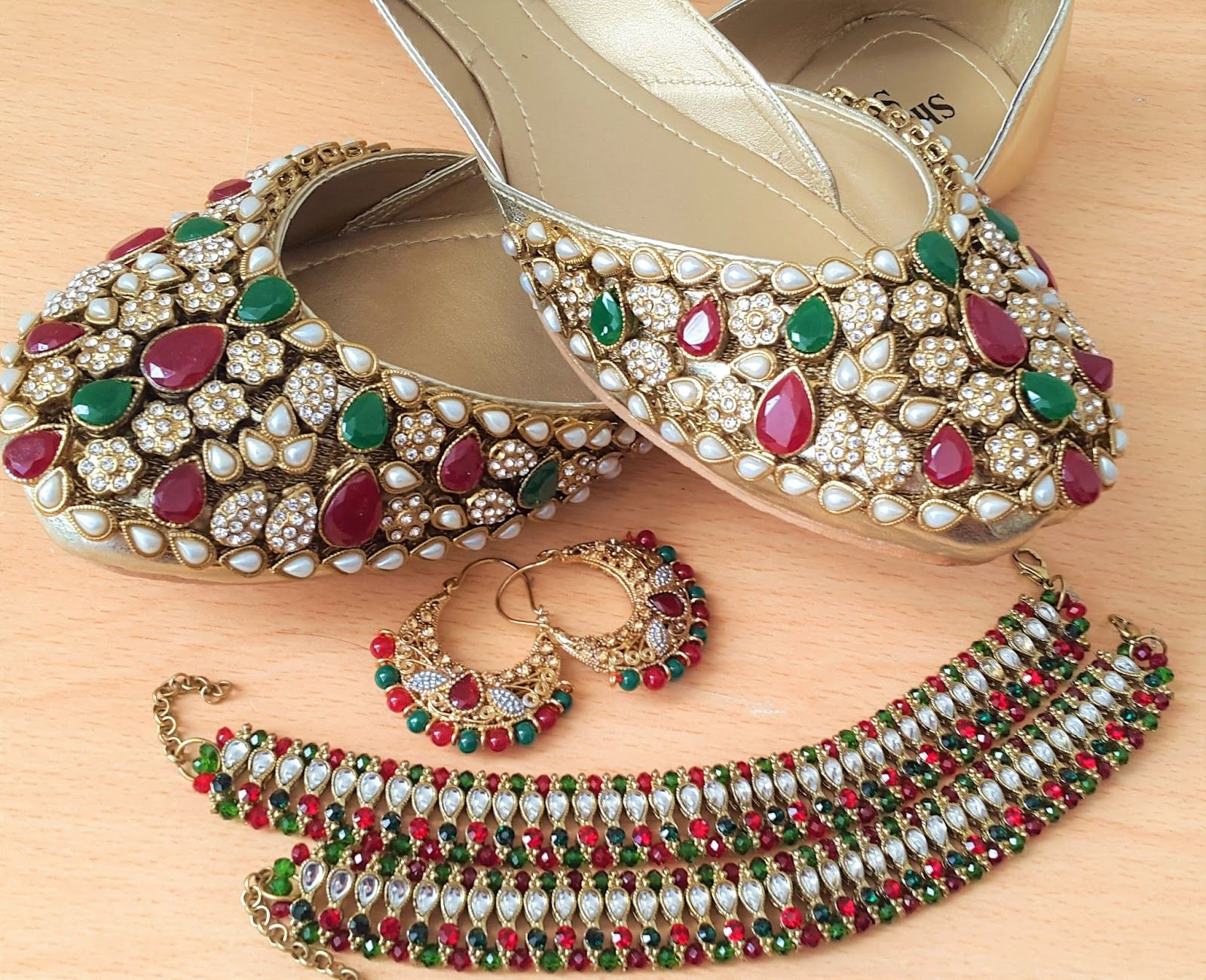 Looks - Khussa modern shoes designs collection video
