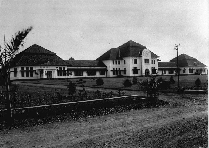 Intituut Pasteur now Biofarma built around 1926 designed by CPW Schoemaker