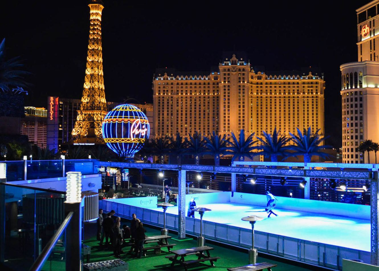 Las Vegas Ice Rink The Ice Rink At The Cosmopolitan Las Vegas Cosmopolitan Las Vegas Las Vegas Christmas In La