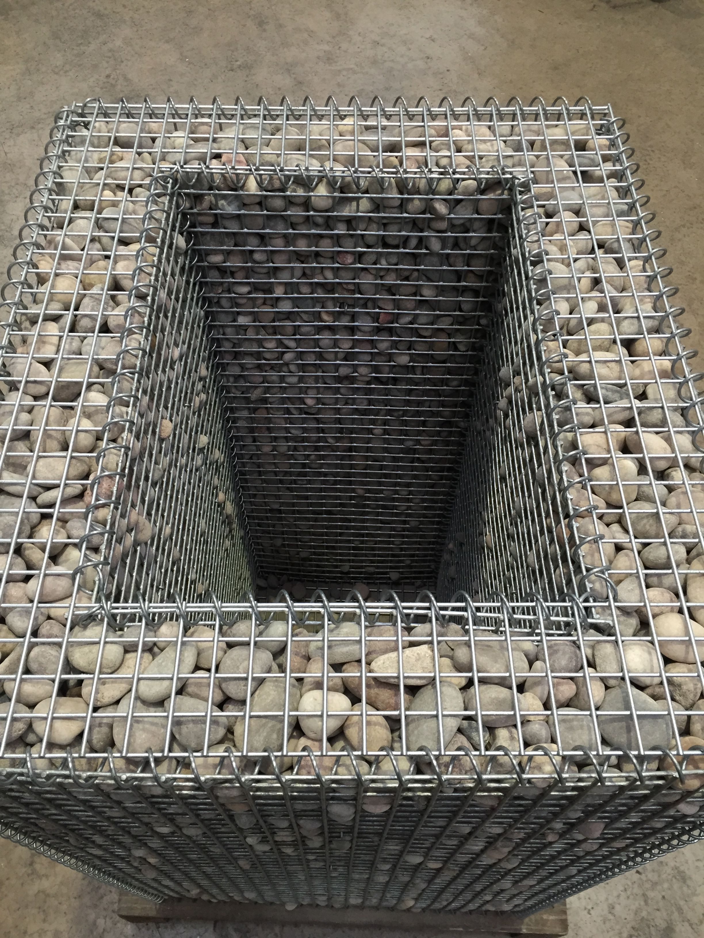 gabion planter with lid all things stone pinterest jardins d co jardin and ext rieur. Black Bedroom Furniture Sets. Home Design Ideas