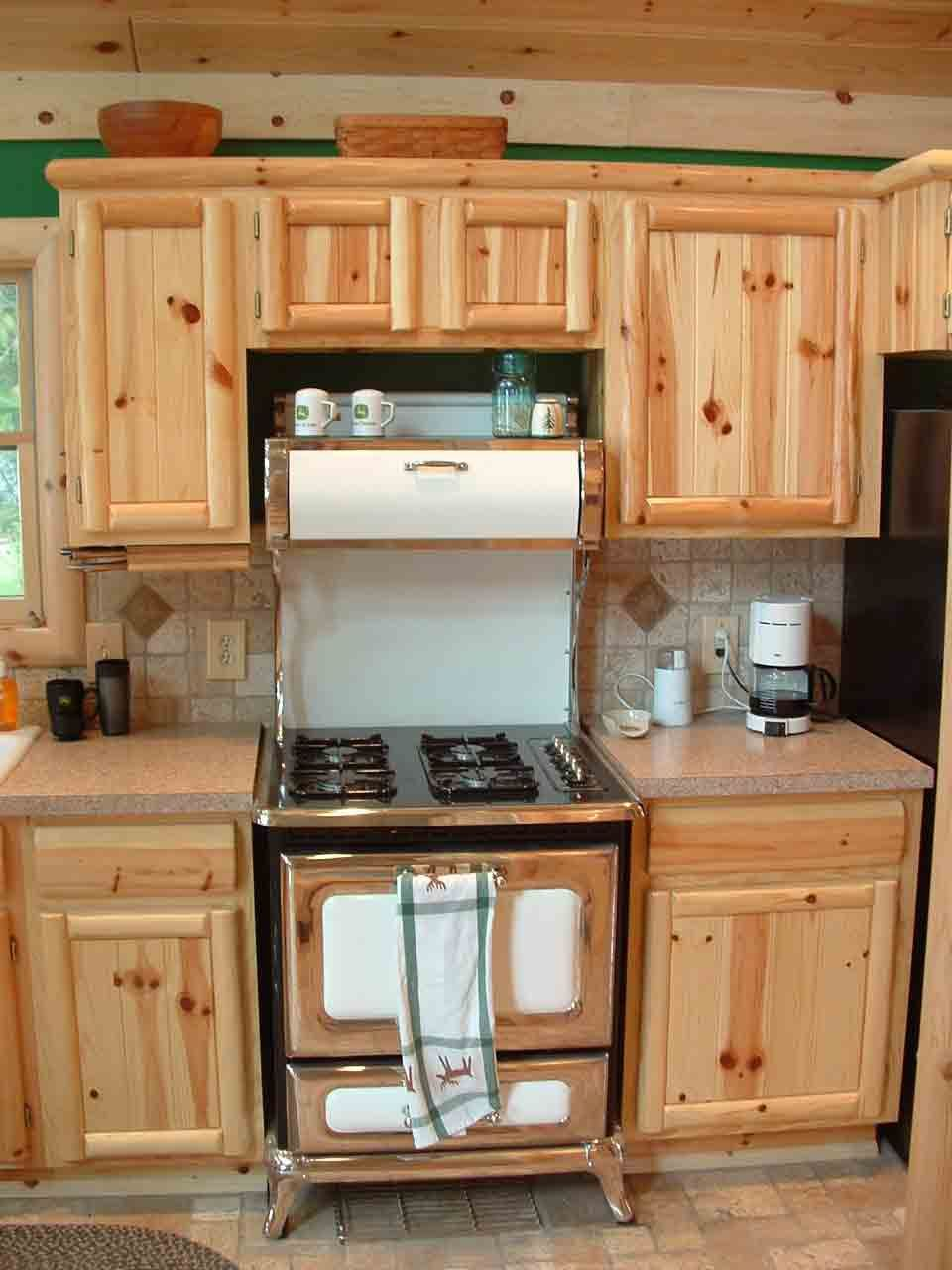 Knotty Pine Kitchen Cabinets A Premium Traditional Choice Designalls In 2020 Unfinished Kitchen Cabinets Pine Kitchen Cabinets Wood Kitchen Cabinets