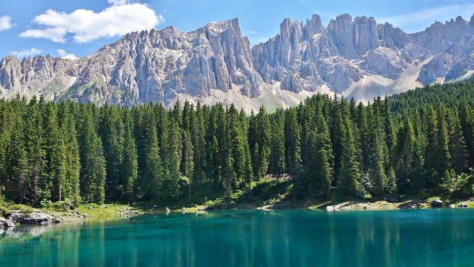 Lago di Carezza e il Latemar Dolomiti Italia