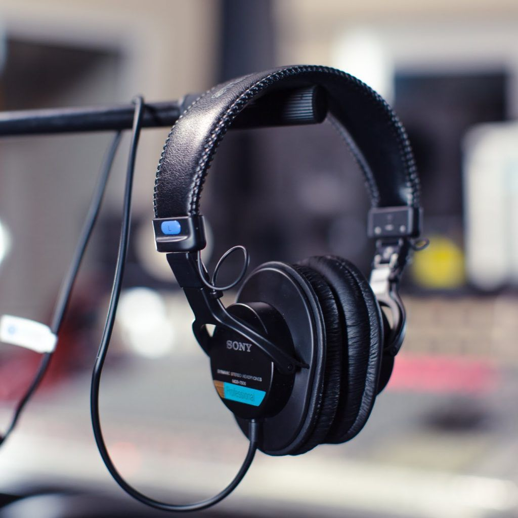 The Best Selling Headphone Out There For A Mid Range Budget Since 1991 Bulletproof Headphones With Accurate Soun In 2020 Headphones Best Headphones Best Headphones Under 100