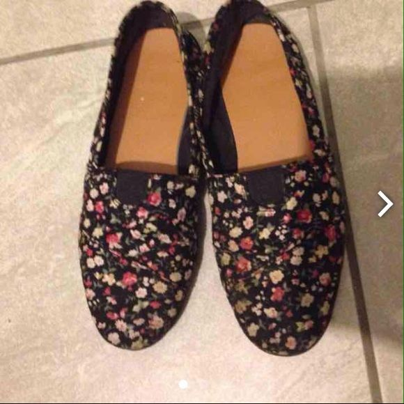 Floral Charlotte Russe shoes Pink and black size 7 flats Charlotte Russe Shoes Sneakers