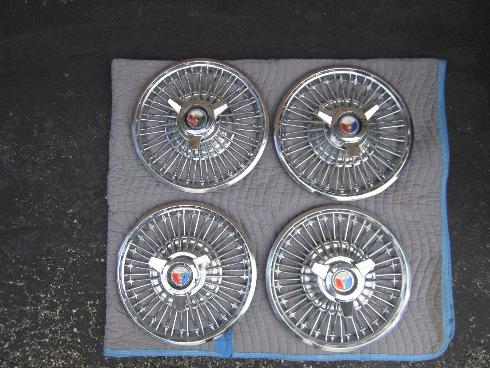 7d2add98c1cabb11b994b269a7aef6d8 4 '64 66 ford mustang wire wheel covers hub caps spinner flipper Simple Electrical Wiring Diagrams at bakdesigns.co