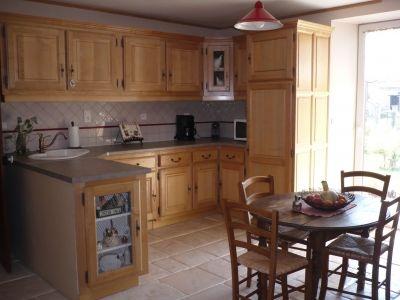 cuisine campagnarde et charmante la fois le bois que nous avons s lectionn est le h tre car. Black Bedroom Furniture Sets. Home Design Ideas