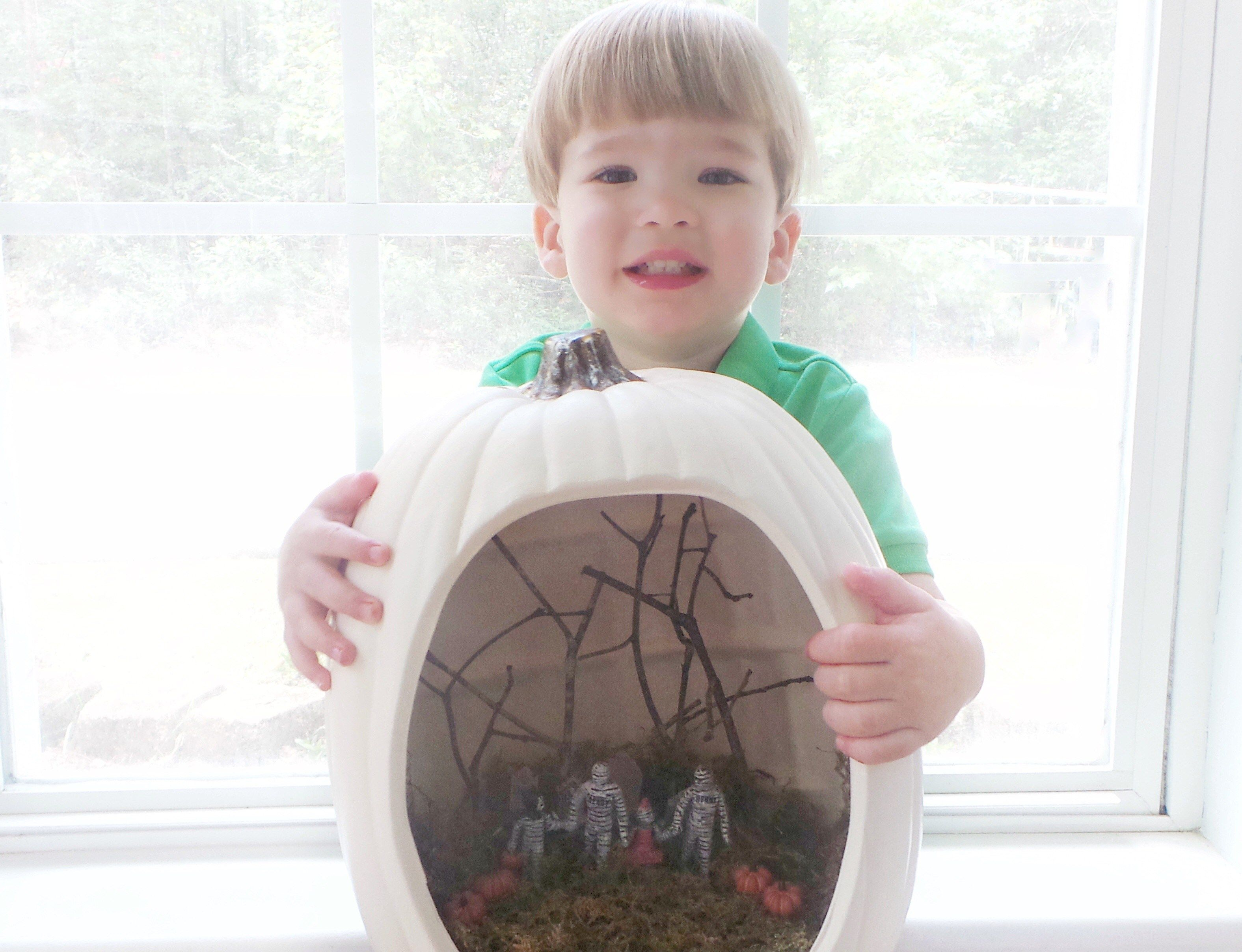 Pumpkin Diorama with the Kids!  Perfect Halloween Activity and Craft