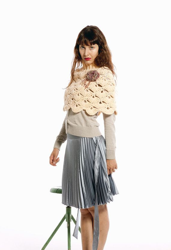 Hand crochet Capelet in green for a Lady | Pasteles de moda ...