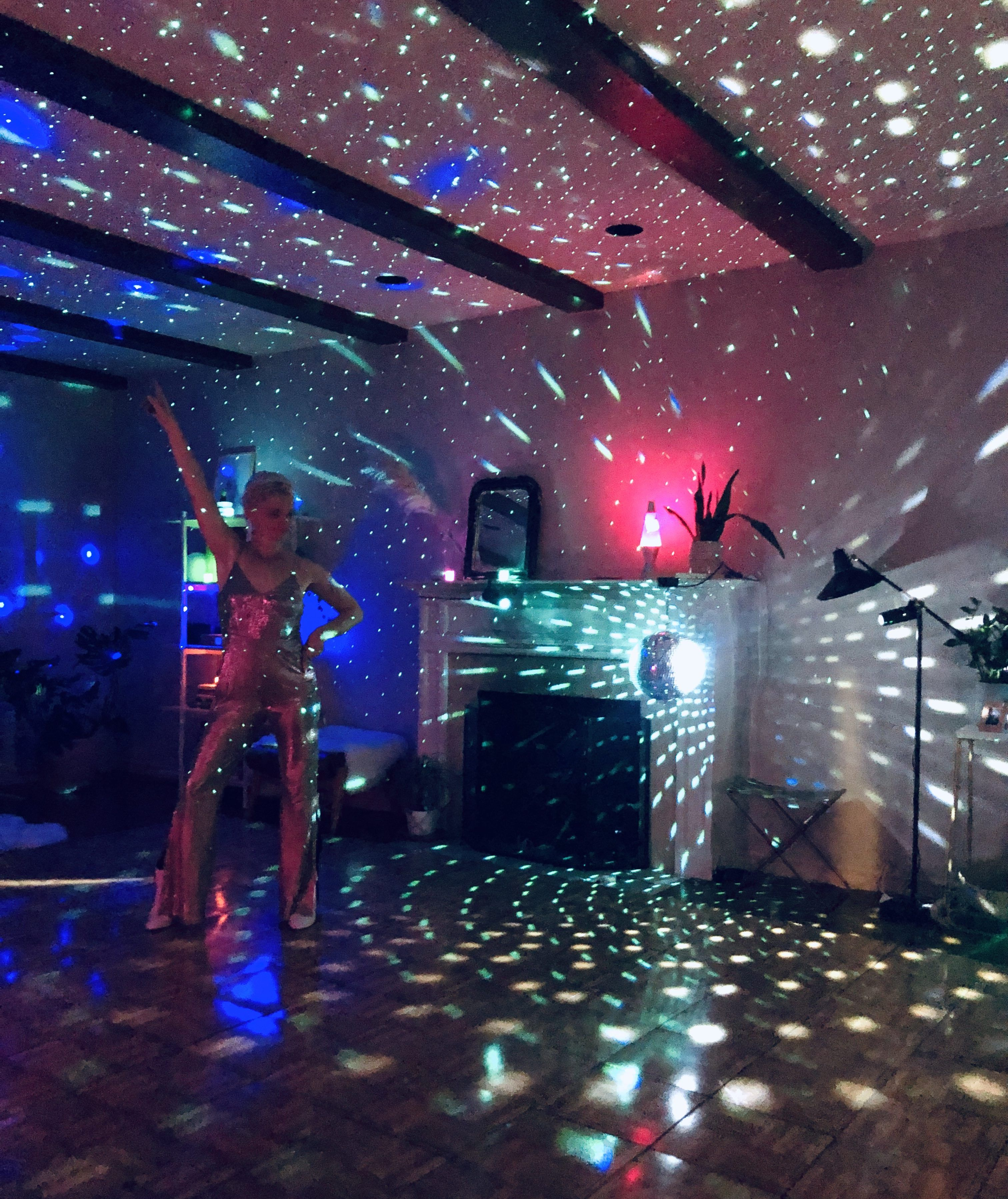 Last weekend we have a huge party for my 40th birthday. It was a 70s disco theme (as a '79 baby) and it was SO much fun. Had lots of questions about the lighting, so here are some details…