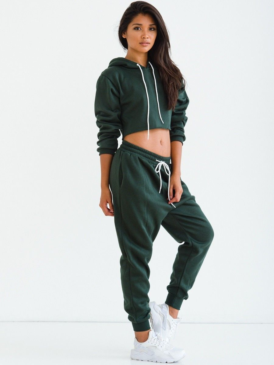 Chic Outfits with Sweatpants for Girls – If you're in the mood for sports or relaxation, and you want something that is comfy, soft and chic at the same time then sweat pants are a super stylish outfit .