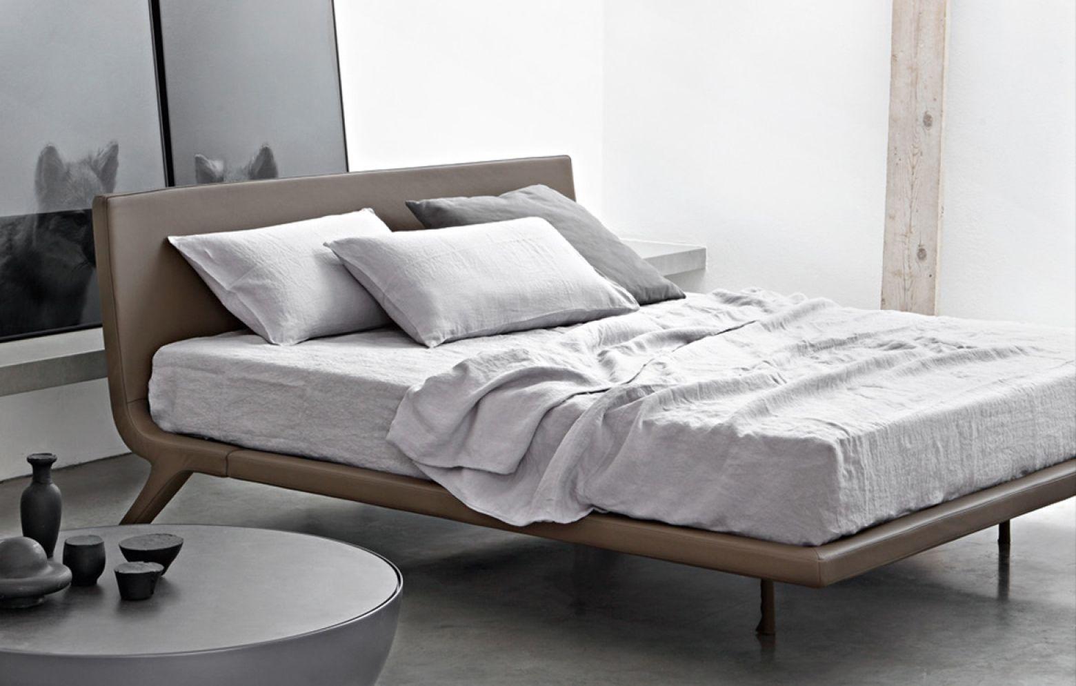 Das Bett STEALTH präsentiert sich im minimalistischen