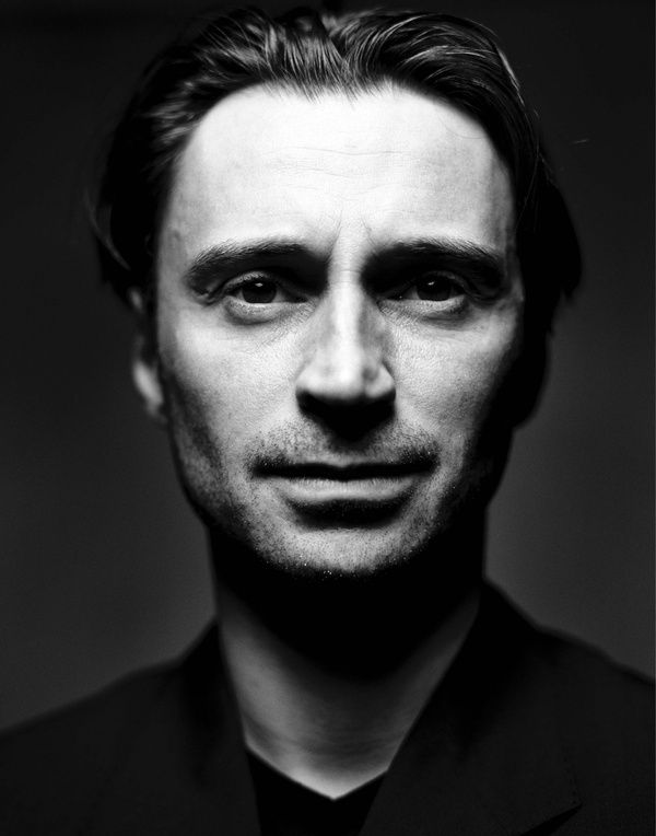 Robert Carlyle. Need I say more? Too sexy for words.