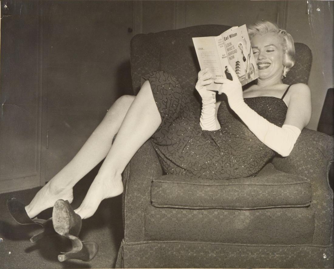 Dangling. Dangling Marilyn Monroe Marylin